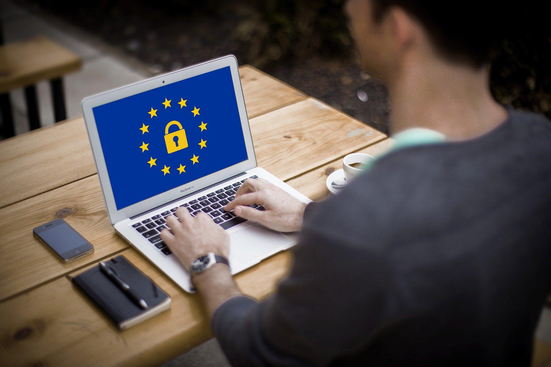 Obligaciones especiales de cumpliento sobre normativa protección de datos para Colegios Profesionales